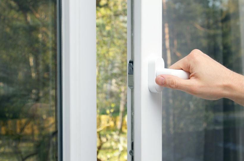 Offenes fenster im winter  Durchlüften im Büro: Wenn ein offenes Fenster zum Streitfall wird ...